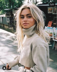 These are the coolest hair colors of the season Beauty Hair Haircolor PlatinumBlonde Highlights White Blonde, Brown Blonde Hair, Platinum Blonde Hair, Blonde Color, Black Hair, Bright Blonde Hair, Blonde Honey, Bleach Blonde Hair, Spring Hairstyles