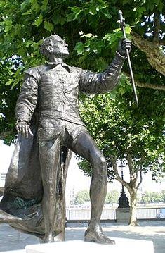 Laurence Olivier as King Henry V Royal National Theatre, King Henry V, Warrior King, Scene Setters, London Theatre, Men Dress, Garden Sculpture, Sculptures, Actors