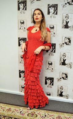 77e70284139 See satsiline punane kleit sündis juba suvel. The frilly red dress was  actually born already in summer Punane suvekleit Aga ega .