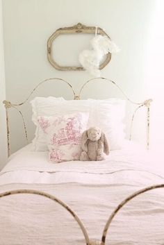 French Larkspur-like the iron bed frame Dream Bedroom, Girls Bedroom, Bedroom Decor, Extra Bedroom, Ideas Habitaciones, Little Girl Rooms, Beautiful Bedrooms, Kids Decor, Bed Frame