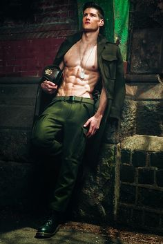 Mens-Week-Green-Beret-Fashion-Editorial-Military-Mens-Trends-002