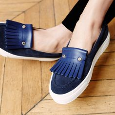 Longchamp Fall 2016 Shoes collection. Discover it on www.longchamp.com Longchamp, Penelope, Shoes 2016, Mocassins, Designer Handbags, Designer Purses, Shoe Collection, New York Fashion, Fashion Handbags