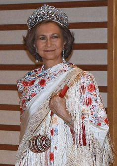 Queen Sofía wearing the Fleur de Lys tiara in Japan in Royal Tiaras, Royal Jewels, Tiaras And Crowns, Crown Jewels, Queen And Prince Phillip, Bourbon, Queen Sophia, Spanish Royalty, Spanish Woman