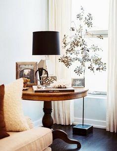Lauren Gold, Nate Berkus Associates - Lonny Apartment Is that a metal tree? Round Entry Table, Large Round Table, Round Side Table, Side Tables, Round Tables, Round Top, Side Table Decor, A Table, Table Decorations