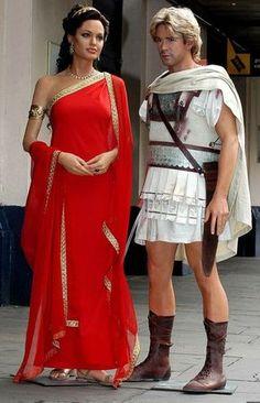 Olympias (Angelina Jolie) Red dress… Alexander Costume by Jenny Beavan. Cleopatra Costume, Egyptian Costume, Greek Goddess Costume, Goddess Dress, Roman Dress, Greek Dress, Angelina Jolie Style, Greek Fashion, Costume Design