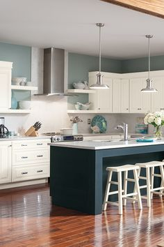 Make your ideas a reality. Transform your space into a happier, more organized home with Homecrest Cabinetry.