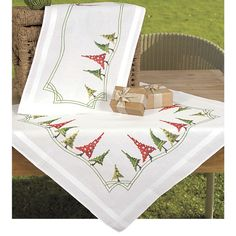 Modern Christmas Trees Table Runner - Cross Stitch, Needlepoint, Embroidery Kits – Tools and Supplies