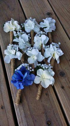 Boutonnière homme Hortensia bleu et gypsophiles