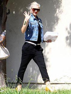 'HI' FIVE photo | Gwen Stefani