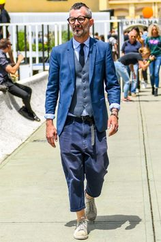 If you are in the market for brand new men's fashion suits, there are a lot of things that you will want to keep in mind to choose the right suits for yourself. Below, we will be going over some of the key tips for buying the best men's fashion suits. Stylish Mens Fashion, Mens Fashion Suits, Men's Fashion, Fashion Styles, Fashion Shirts, Fashion Vintage, Fashion Photo, Street Fashion, Fashion Tips