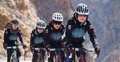 En Afganistán, las mujeres son insultadas y amenazadas por andar en bicicleta. Este equipo de ciclismo femenino quiere liberar a su género