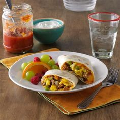 Burritos for breakfast? These zesty little handfuls will wake up your taste buds and start your day with a smile. And you can make and freeze them ahead, then just pop them into the microwave for a quick meal. Make Ahead Breakfast Burritos, Breakfast Time, Sunrise Breakfast, Sausage Breakfast, Brunch Recipes, Breakfast Recipes, Brunch Food, Vegetarian Breakfast, Breakfast Ideas