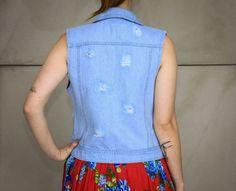 Colete jeans rasgado com tachas da marca Coleteria ♡ - Coletes exclusivos | feminino e infantil | Coleteria ♡