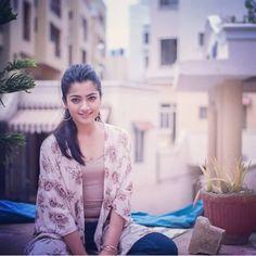 Beautiful Bollywood Actress, Most Beautiful Indian Actress, Cute Girl Poses, Cute Girls, Indian Heroine Photo, Casual Frocks, Samantha Photos, Stylish Girl Images, Indian Beauty Saree