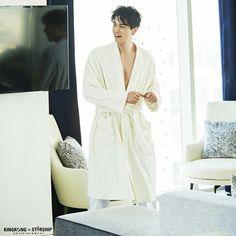 Lee Dong Wook Photoshoot, Lee Dong Wok, Sexy Asian Men, Asian Guys, Monsta X Wonho, Gong Yoo, Lee Jong, Drama Korea, King Kong