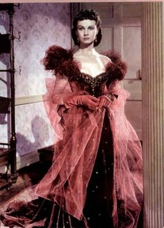 """Vivien Leigh as Scarlett O'Hara, in a glorious burgundy red. """"Gone With The Wind / Lo que el viento se llevó"""" (1939)"""