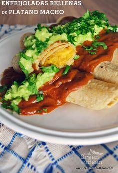 ENFRIJOLADAS RELLENAS DE PLÁTANO MACHO  Un twist delicioso de un platillo típico de la comida mexicana, super nutritivo, sin nada de aceite ni ingredientes que dañen tu salud. Ideal para toda la familia!!  #comidamexicana #singluten #sinhuevo #sinlacteos #vegana #vegetariana #recetasaludable Vegetarian Recipes Easy, Veggie Recipes, Mexican Food Recipes, Real Food Recipes, Cooking Recipes, Healthy Recipes, Ethnic Recipes, I Love Food, Good Food