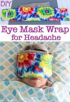 Natural Headache Remedies DIY Eye Mask Wrap for Headache Tutorial - Do you suffer from migraine headaches? Create this ice pack eye mask for sleeping. This sleeping eye mask gives you headache relief. Natural Headache Remedies, Sleep Remedies, Insomnia Remedies, Herbal Remedies, Leiden, Diy Eye Mask, Eye Masks, Craft Projects, Sewing Projects