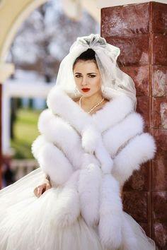 Beautiful Wedding Gowns, Beautiful Bride, Fur Fashion, Winter Fashion, Fasion, Jenny Packham Bridal, Fabulous Fox, Wedding Fur, Beautiful Girlfriend