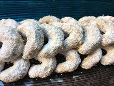 Prepárate para la Navidad con estas deliciosas galletas. Puedes hacerlas con mucho tiempo antes de tu evento. Sólo que las tendrás que esconder para que te duren porque son tan ricas que todos querrán comerlas. También para regalitos te pueden servir y por si fuera poco además son facilísimo de hacer. Así que no hay …
