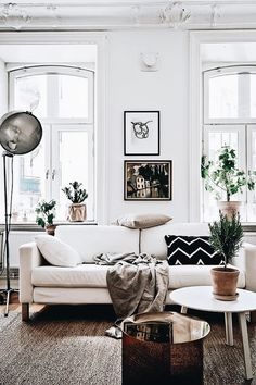 Elegant D E C O R Weiße Couch, Wohnzimmer Inspiration, Living Room Wohnzimmer,  Skandinavisches Wohnzimmer, Hochwertige Möbel