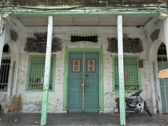 PHOTO: Facade of an Eclectic Chinese Shophouse in Penang, Malaysia