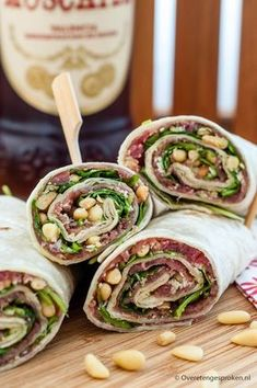 Wraps with Parma ham, sun dried tomatoes and pesto mayonnaise Cooking idea - Lunch Snacks Lunch Snacks, Snacks Für Party, Clean Eating Snacks, Healthy Eating, Pesto, Good Healthy Recipes, Healthy Snacks, Healthy Lunch Wraps, Wrap Recipes