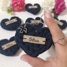 Batizado do Tum Tum💙👶🏻! Crochet Sole, Crochet Purses, Crochet Baby, Knit Crochet, Finger Knitting, Knitting Yarn, Diy Souvenirs, Basket Weave Crochet, Baby Boy Room Decor