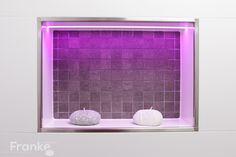 LED-Profile in Wandnische mit eingearbeitet. Hier das Kronos Mosaik von Prima Materia und das LED-Leuchtmittel von schlüter Liprotec http://www.franke-raumwert.de/Kronos-Prima-Materia-8198-Sandalo-30x30-tessere-mix-3x3-Prima-Materia-Mosaik-KRO8198.html #LED #Leuchtmittel #Fliesen #Beton #Wandnische #Mosaik