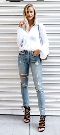 Awesome 56 Street Wear And Casual Chic Outfits Trending Ideas For This Spring. More at https://trendwear4you.com/2018/03/09/56-street-wear-casual-chic-outfits-trending-ideas-spring/