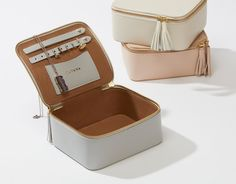 Made in Argentina from refined pebbled leather, this jewelry box is the perfect place to store your favorite accessories, like rings, earrings and bracelets. It is finished with tassels for added personality. Give it as a gift, or incorporate it into your everyday.