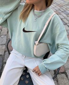 Idée de tenue - Streetwear - Nike Sweat - Outfit - The Effective Pictures We Offer You About diy face mask A quality picture can tell you many things - Mode Outfits, Retro Outfits, Cute Casual Outfits, Vintage Outfits, Fashion Outfits, Skirt Outfits, Vintage Fashion, School Outfits, Fashion Ideas
