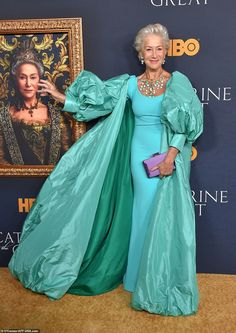 Helen Mirren, Divas, Estilo Glamour, Dame Helen, Catherine The Great, Maxi Coat, Gala Dresses, Royal Dresses, Advanced Style