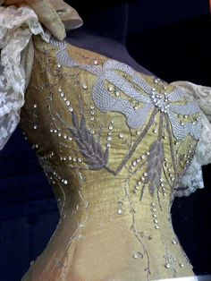 Queen Marie of Romania's coronation gown