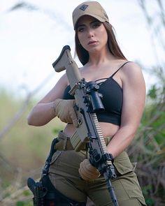 Armas estilizadas ,guns ,fire: super beautiful and personalized firearms Mädchen In Uniform, Women Poster, Military Girl, Female Soldier, Warrior Girl, Military Women, N Girls, Army Girls, Girl Photos