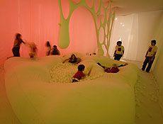 """Até o dia 2 de agosto, o Sesc Pompeia, abre as portas para a exposição """"Arte para Crianças"""", com curadoria de Evandro Salles. A ideia é mostrar que a arte contemporânea está acessível para todas as pessoas, de qualquer idade. O encontro mostra obras de 17 artistas plásticos contemporâneos, cujo trabalho é pensado e elaborado...<br /><a class=""""more-link"""" href=""""https://catracalivre.com.br/geral/agenda/barato/arte-para-criancas/"""">Continue lendo »</a>"""