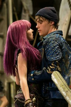 descendants mal and ben The Descendants, Descendants Pictures, Dove Cameron Descendants, Descendants Characters, Disney Channel Movies, Disney Channel Descendants, Disney Channel Stars, Cameron Boyce, Mal And Evie