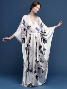 Pearl colored silk kimono style robe with floral butterly print. Lingerie Sleepwear, Nightwear, Mode Kimono, Kimono Style, Kimono Fashion, Fashion Outfits, Satin Dressing Gown, Pijamas Women, Men's Underwear