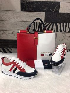 New (never used), Tommy Hilfiger Ladies Set Comes with the Shoes, wallet and handbag Shoe size 5 Make an offer! Tenis Tommy Hilfiger, Tommy Hilfiger Women, Lv Boots, Gucci Boots, Fashion Handbags, Purses And Handbags, New Style Shoes, Sneakers Fashion, Fashion Shoes