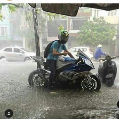 You think we got it bad in the UK. #rain #monsoon #weather #ride #allseasonrider #teambmw #teamyamaha #teamkawasaki #bikespotting #teamtwowheels