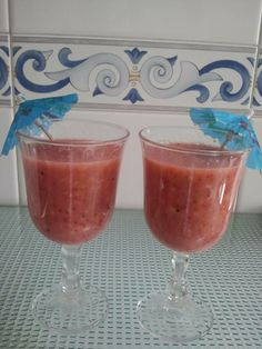 #smoothie de: fresas, kiwis, manzana y pera con bebida de avena. Un completo aporte de vitaminas, minerales y antioxidantes, y mucha fibra! ummm yummy!