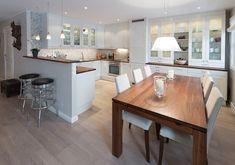Oppussing av stue og kjøkken Kitchen, Table, Furniture, Google, Home Decor, Cooking, Decoration Home, Room Decor, Kitchens
