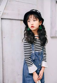 Going back to school can be intimidating for kids, especially if they are starting back in a new grade with new classmates and new professors. Cute Asian Babies, Korean Babies, Cute Babies, Fashion Kids, Girls Fashion Clothes, Cute Girl Pic, Cute Baby Girl, Boy Models, Child Models