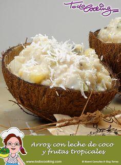 Arroz con leche de coco y frutas tropicales -- Un postre exótico para salir de la rutina. Esta receta de arroz con leche, de tradicional solo tiene el arroz #receta #arroz #coco