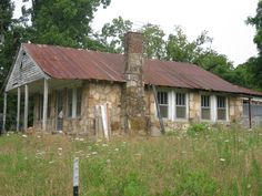 Considering a Fixer-Upper? 15 Ways to Avoid a Money Pit | Money Talks News  -  buying a house, real estate.      lj