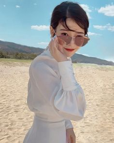 Instagram 上的 ιυ • тιcĸιтa 🌟🍬 [ ғanpage ]:「 ; 💜 . . . . . . . . #iutickita #iutickitapic #leejieun_iu #leejieun #iu #uaena #hoteldelluna #moonlovers #scarletheartryeo #이지은 #이지금 #아이유… 」 Spring Sunglasses, Ray Ban Sunglasses Outlet, Girl Photo Poses, Girl Photos, Iu Twitter, Luna Fashion, Girl Artist, Summer Pictures, Handsome Boys