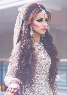 Beautiful Indian Bridal Hairstyles For Long Hair- indian hairstyles for long hair indian hairstyles with mangtika Bridal Hairstyle For Reception, Wedding Hairstyles For Girls, Wedding Hairstyle Images, Wedding Hairstyles For Long Hair, Hairstyle For Indian Wedding, Half Updo Hairstyles, Bride Hairstyles, Indian Hairstyles, Hairstyle Ideas