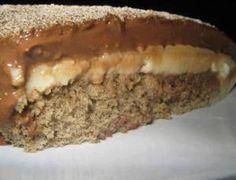 Triture o biscoito até virar uma farinha, junte com a manteiga e misture. Reserve Unteuma forma de fundo removível com margarina e espalhe o biscoito por toda a forma. Leve a