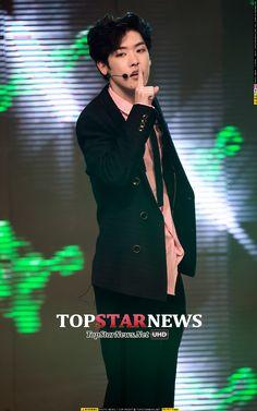 ⒨[HD포토] 크로스진(Cross Gene) 타쿠야, '누나 마음 훔칠 비쥬얼' (쇼 챔)-톱스타뉴스