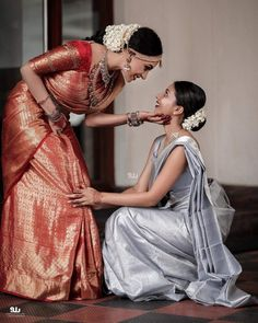 15 Stunning Bride-Sister Portraits- Part Poses Pour Photoshoot, Bridal Photoshoot, Bridal Poses, Indian Bridal Sarees, Bride Indian, Kerala Bride, Indian Bridal Fashion, Indian Bride Poses, Bridal Sarees South Indian